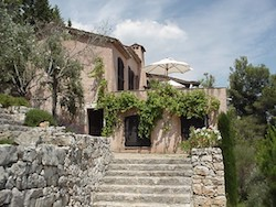 Tour a Villa in Gras, a small town in Provence